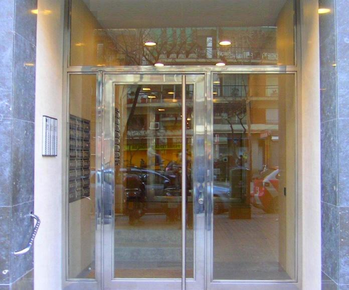 Puertas en acero inoxidable : Productos y Servicios de Forjafid - Puertas para Comunidades