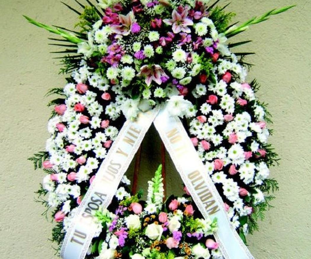 ¿Cuál es el significado de una corona de flores en un funeral?