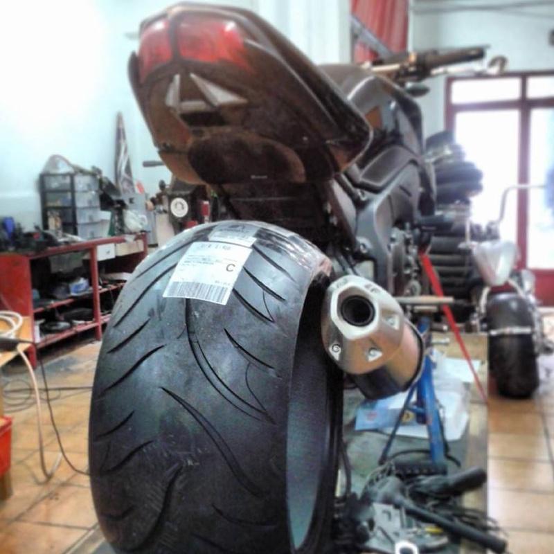 Transformacion moto japonesa,kits de rueda superancha,transformacion moto deportiva,transformacion yamaha FZ1