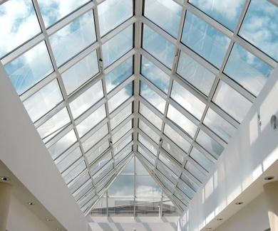 cortinas de cristal y techos móviles para terrazas