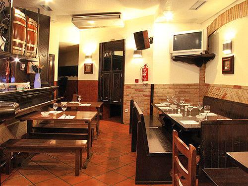 Bar Bodegas Leyre - Salón comedor