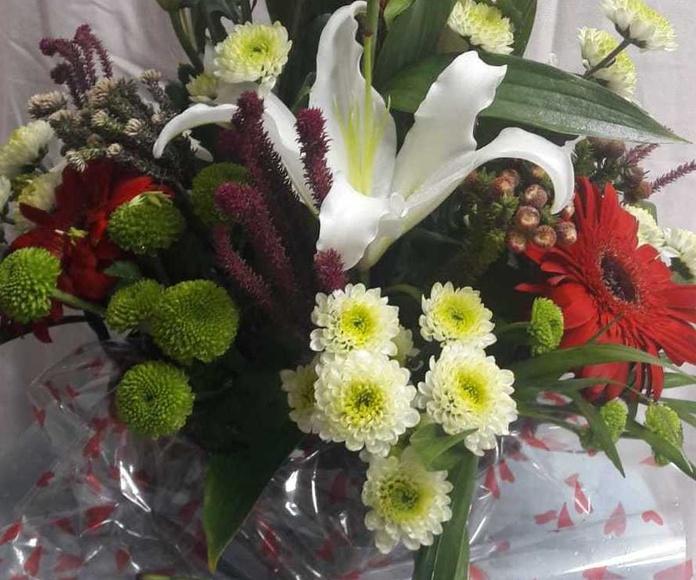 Centros florales de flor natural: Servicios de Floristería, Perfumería, Pajarería Herboflor