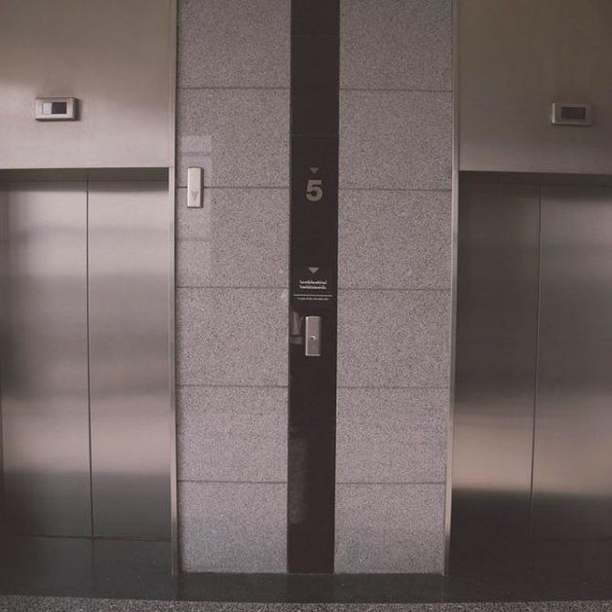 Lucha contra el ruido del ascensor