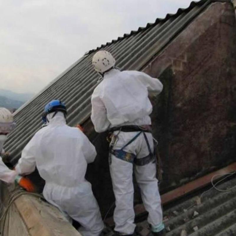 retirada de cubiertas de uralita en Torrelavega-Santander.