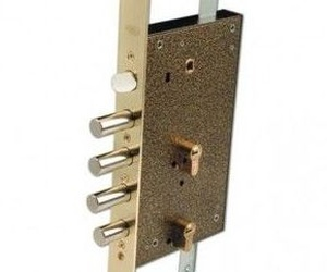 cerradura de doble bombín, es doble seguridad