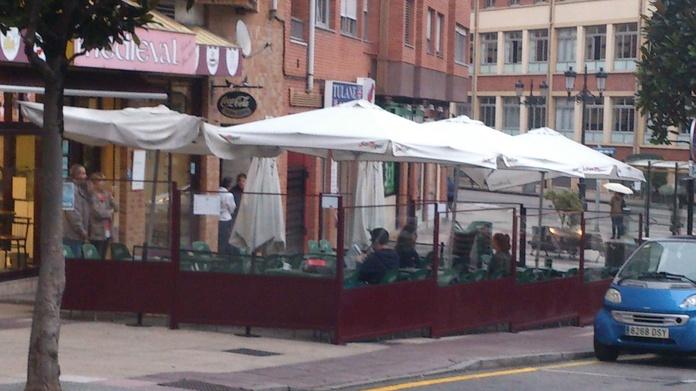 Cierre de Terraza de Bar: TRABAJOS de Carpintería Metálica Hialupin