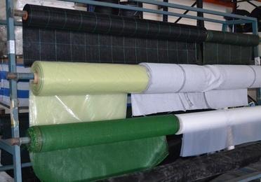 Tela de sombreo, plásticos agrícolas y malla antigerminante