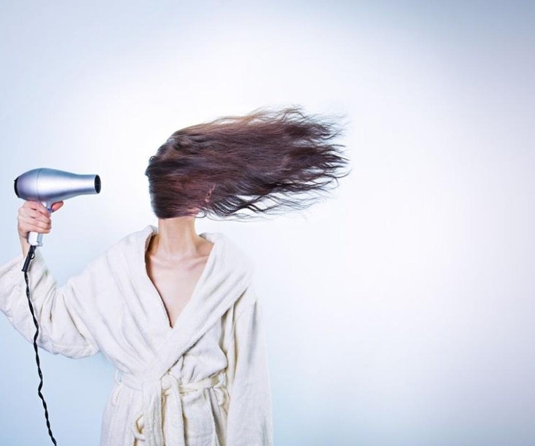 ¡Cuidado con estos hábitos, están dañando tu cabello!