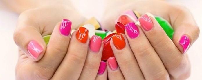 Esmaltado permanente de uñas en Santander