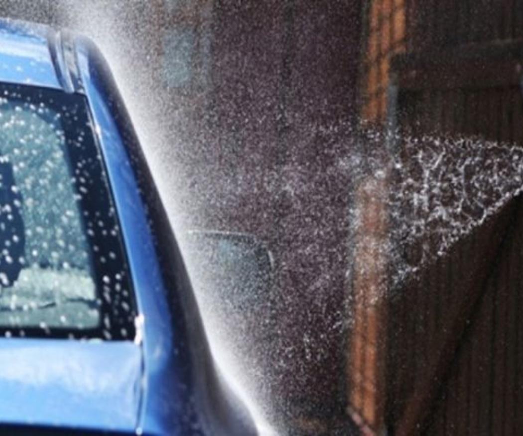 Consejos para no dañar la pintura de tu coche durante el lavado
