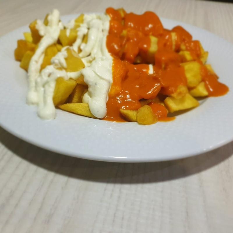 Tabla con Papas + 6 salsas: Carta y Raciones de Bar Restaurante Almanzor