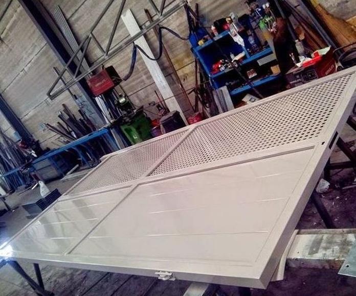 A299 Puerta galvanizada pintura dos componentes calicanto en taller 1