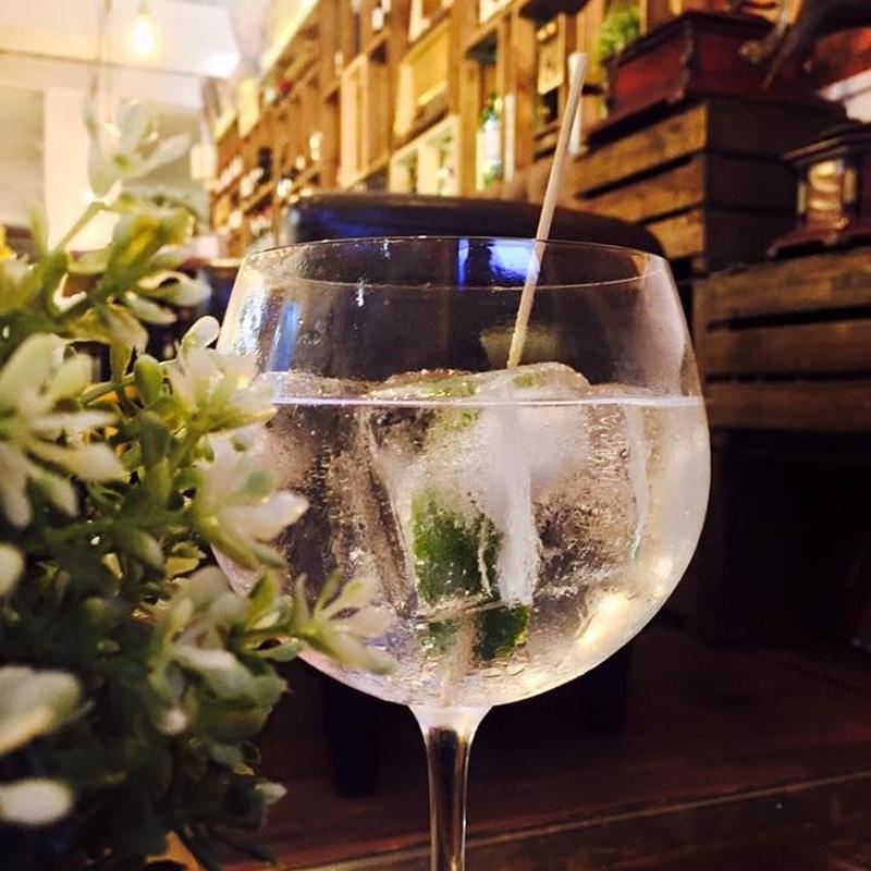 Gin Tonic: Amplia carta de Lafayette Lounge Bar