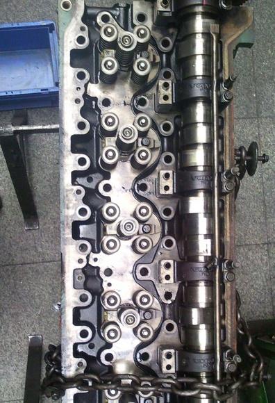 Reparacion de culata de maquinaria de obra publica
