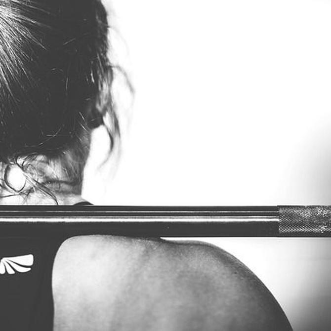 Haz ejercicios de fuerza para acelerar la pérdida de grasa