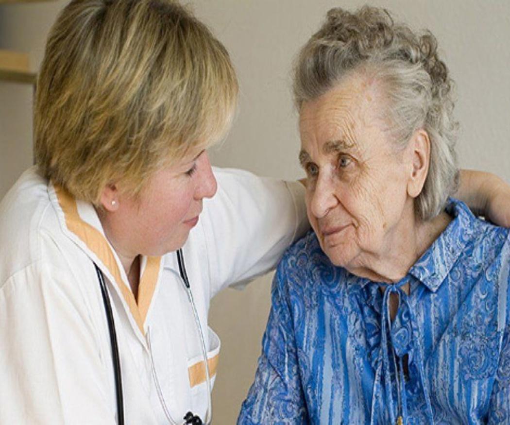 Cómo tratar a las personas mayores con resfriado