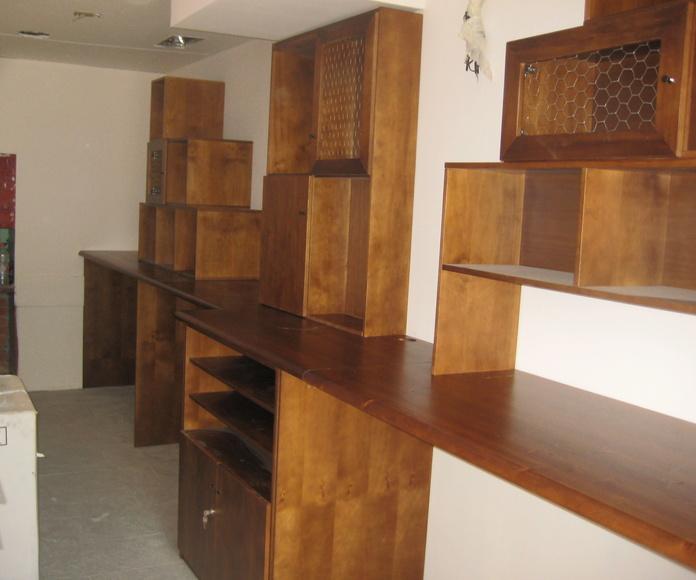 Muebles a medida para con barra de bar