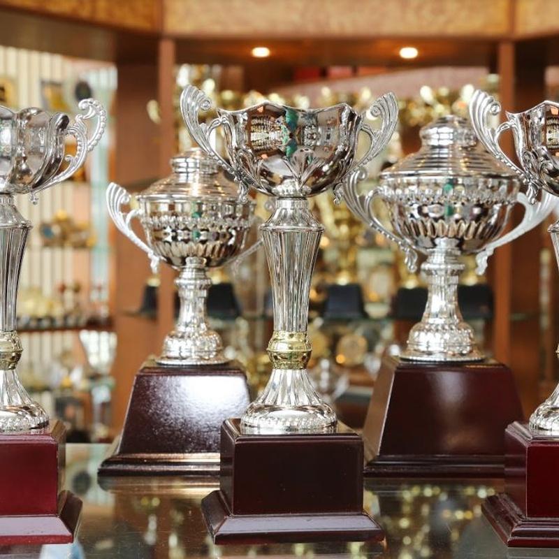 Fabricación de trofeos: Catálogos y servicios de Trofeos Aka
