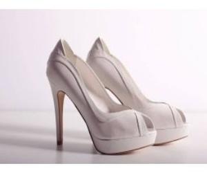 Todos los productos y servicios de Zapaterías: Shoes & More