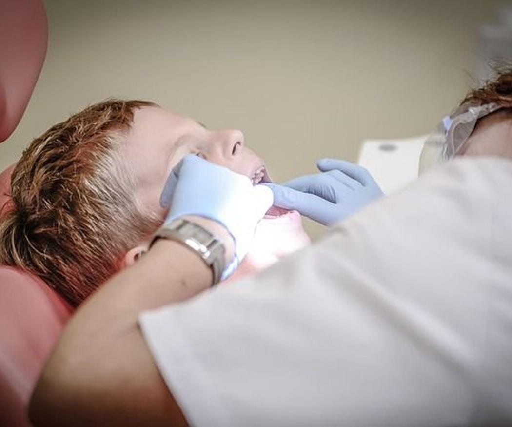 Cómo corregir la diastema dental en niños