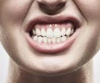"""""""Un 70% de los españoles presiona la dentadura. Por qué se produce el bruxismo y cómo tratarlo"""""""