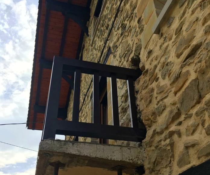 Balcon en hierro para caserio en Bedia