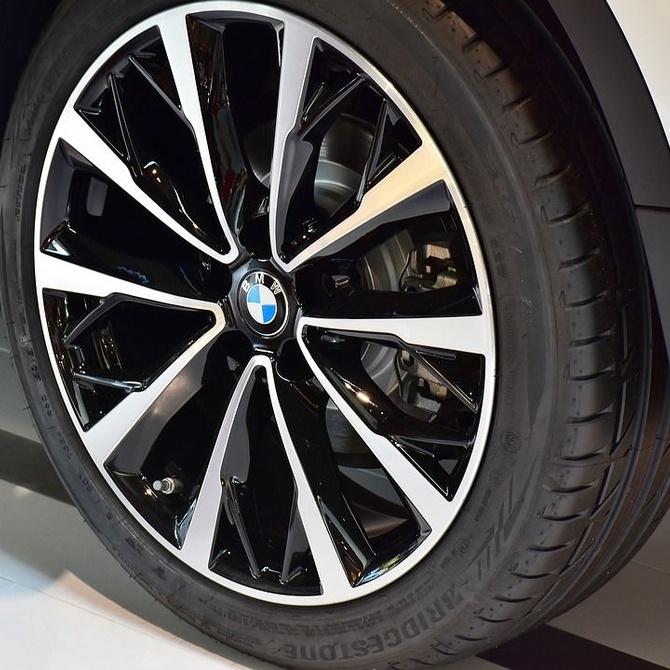 ¿Sabes cuándo cambiar los neumáticos de tu vehículo?