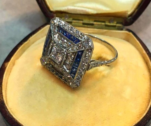 anillo artdeco cuadrado de zafiros