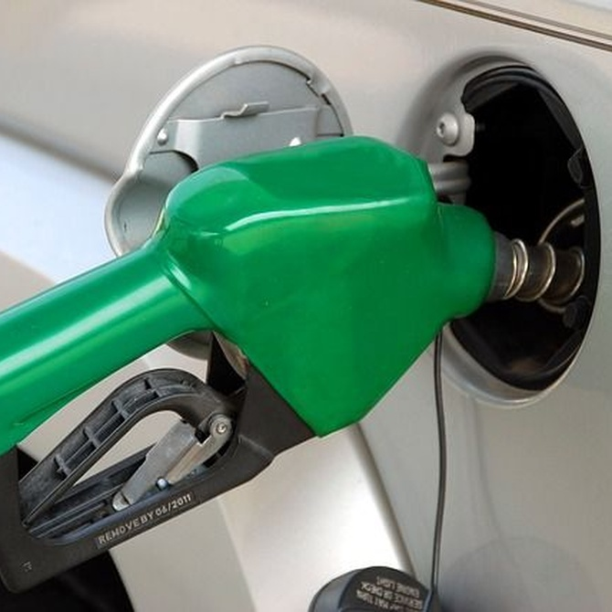 Trucos para gastar menos gasolina en tus viajes