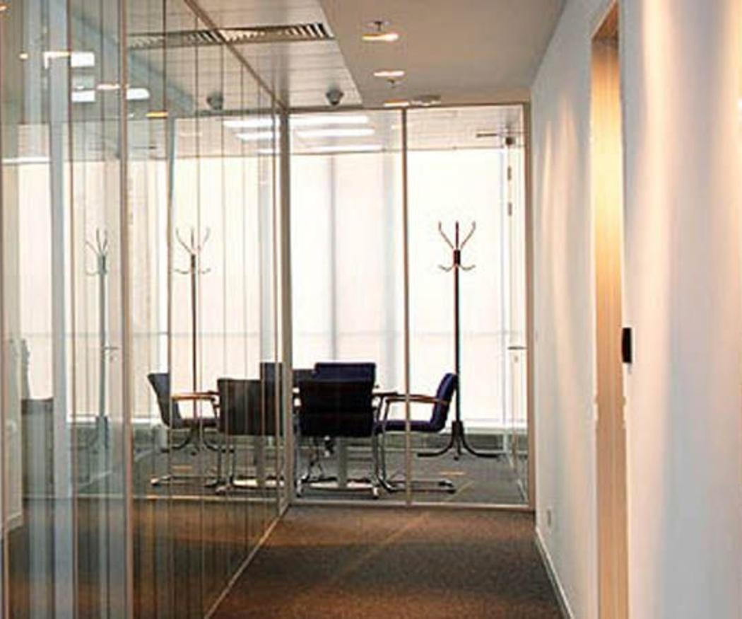 Arma tu sala de reunión gracias a las mamparas divisorias