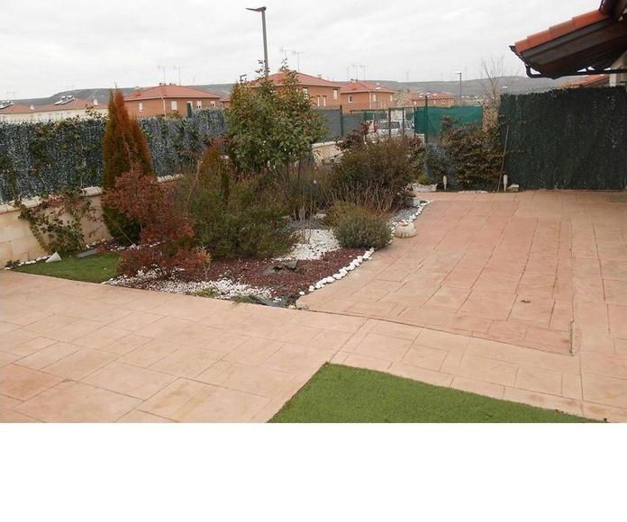 Chalet - Villalonquéjar: Venta y alquiler de inmuebles de Inmobiliaria Renedo