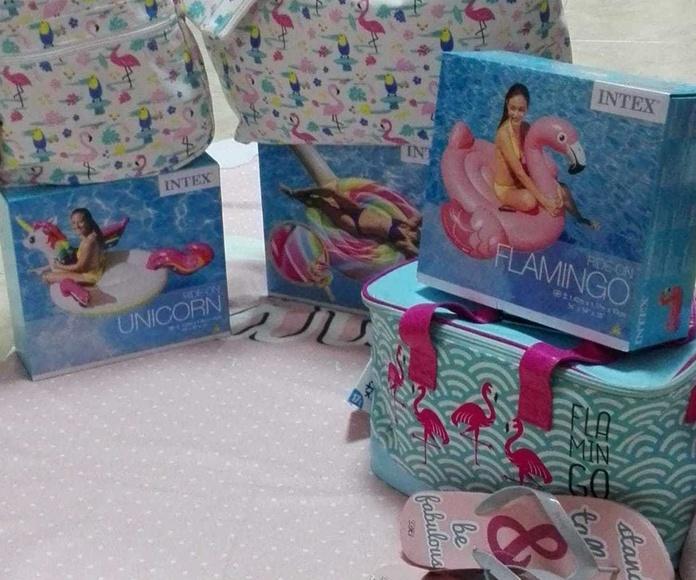 Artículos de flamencos: flotadores , neveras de viaje, mochilas...