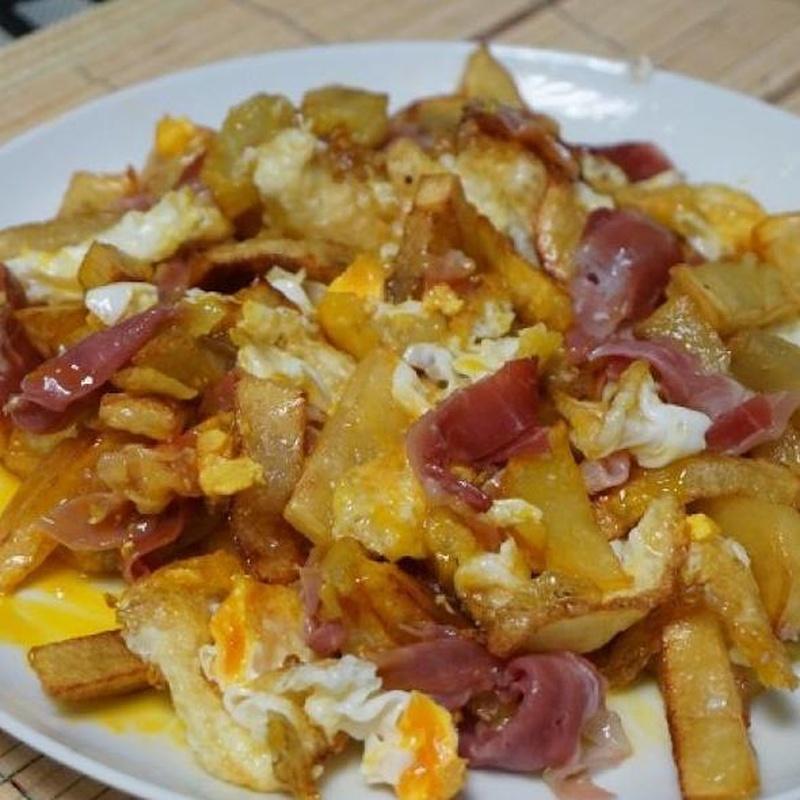 Huevos rotos: Productos y Servicios de Restaurante La Cuesta