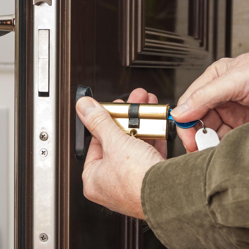Instalación de todo tipo de cerraduras: Servicios de Cerrajería Joan