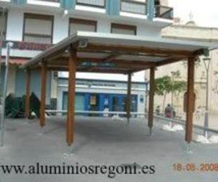 Marquesina de hierro con techo de aluminio