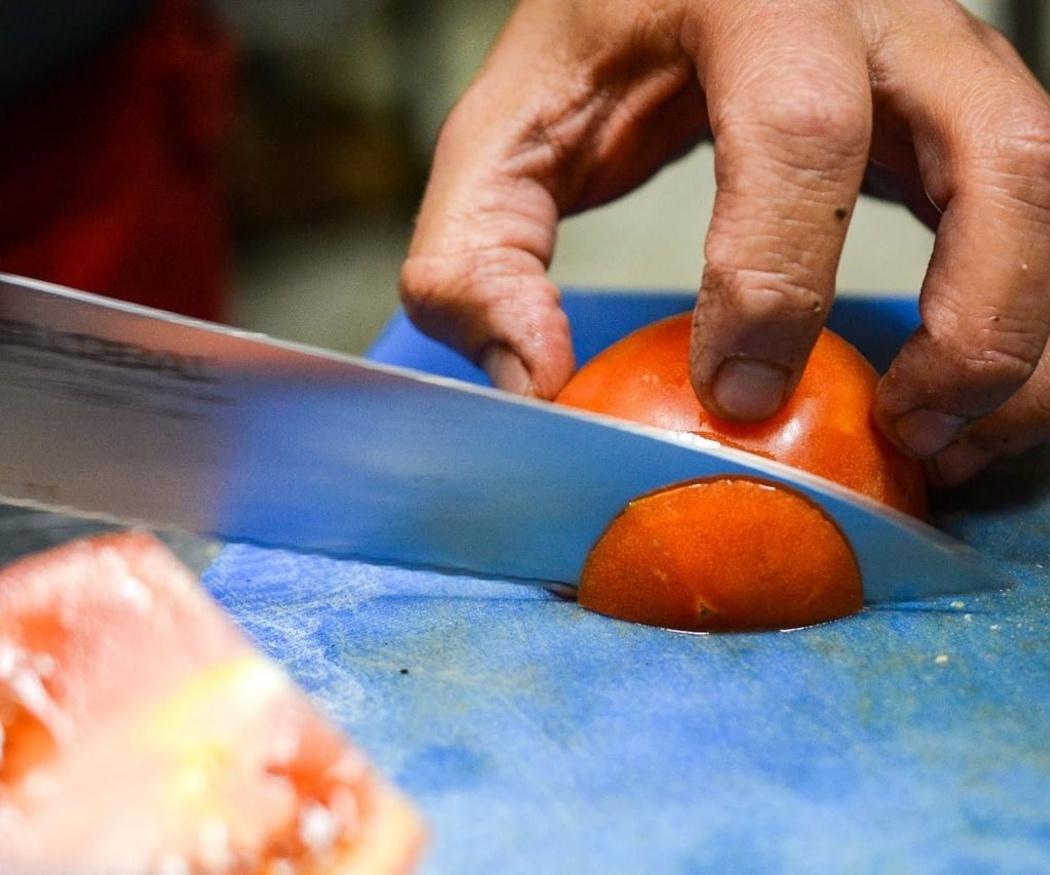 En la cocina del chef, los cuchillos deben ser del mejor acero