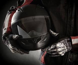 3 complementos esenciales para salir con tu moto