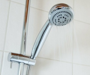Cambia la bañera por un plato de ducha