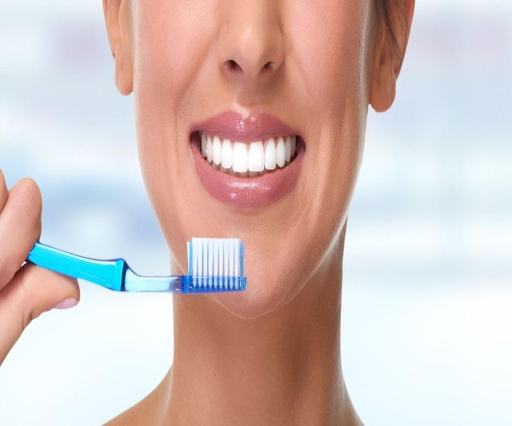 ¿Quieres unos dientes sanos? Evita estos hábitos