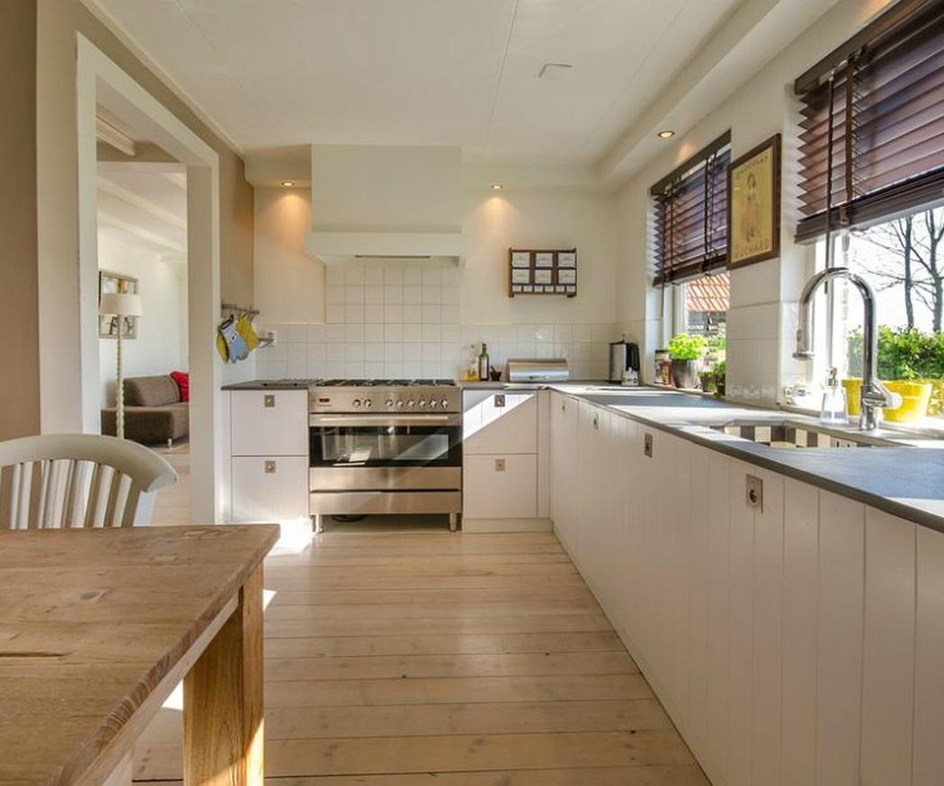 La comodidad de tener una mesa en la cocina