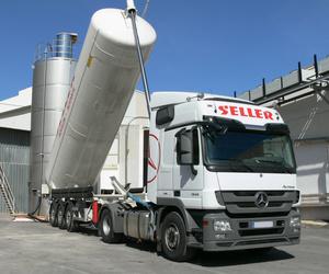 Transporte de productos alimenticios en camión cisterna