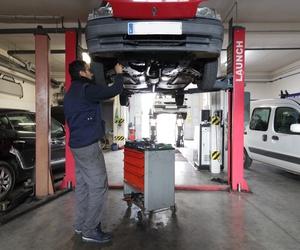 Revisamos el estado de tu vehículo y las piezas desgastadas de tu vehículo