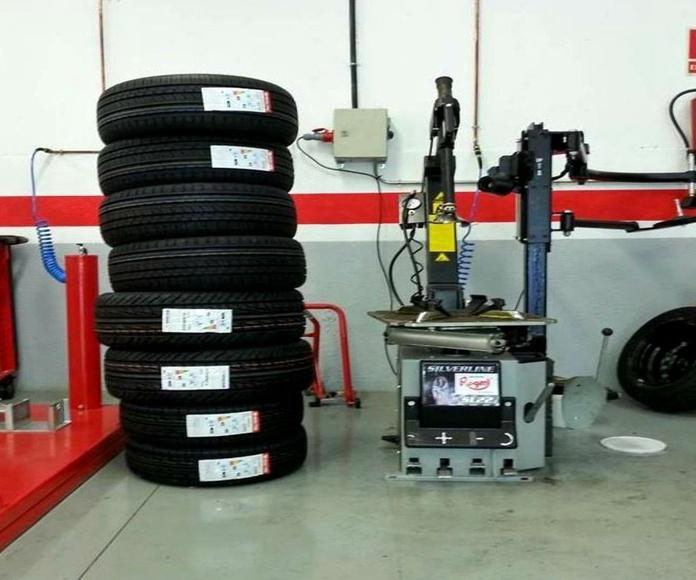 Sustitución de neumáticos: Mantenimiento  de Autobox Sabadell