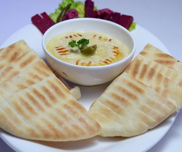 Aperitivos con pan de pita libanés