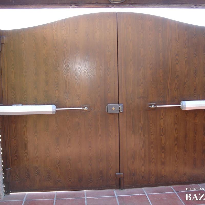 Automatismos para puertas batientes dos hojas en Granada