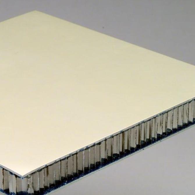La composición del panel sándwich