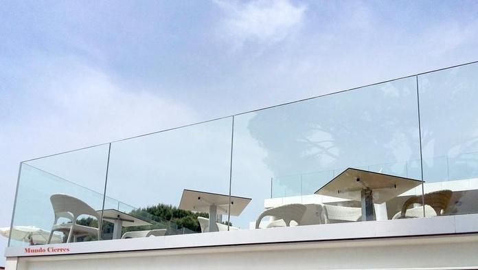 Inoxidable y vidrio: Productos y servicios de Cerramientos Enjo