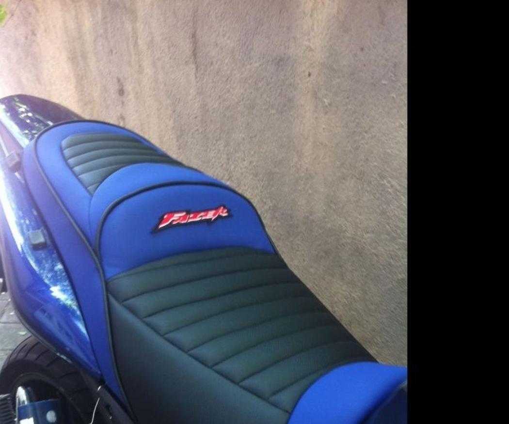 El antes de... tapizar un asiento de moto