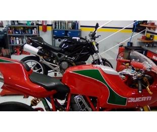 Taller con accesorios para motos