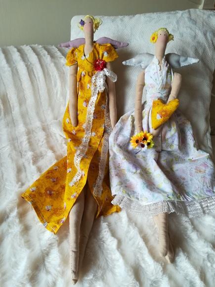 Ángeles de tela confeccionados por Lira. Tildas